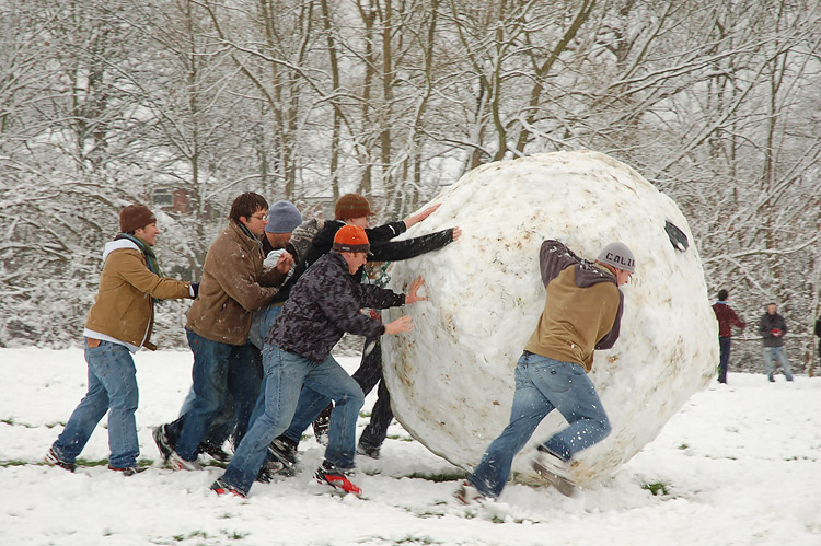 """Giant snowball Oxford"" by Kamyar Adl - Flickr. Licensed under CC BY 2.0 via Wikimedia Commons - http://commons.wikimedia.org/wiki/File:Giant_snowball_Oxford.jpg#mediaviewer/File:Giant_snowball_Oxford.jpg"